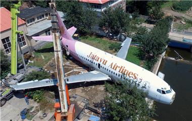 """退役波音737将变身""""飞机餐厅"""" 运费高达30万"""