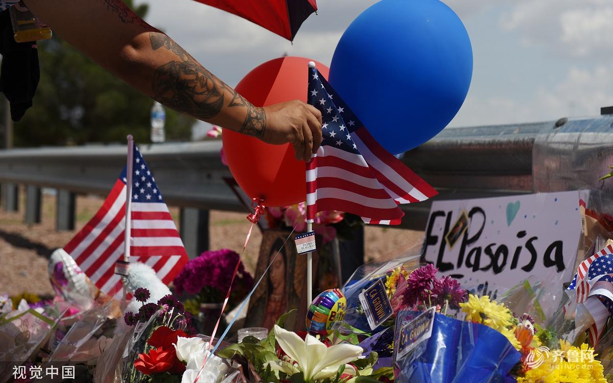 美国得州枪击案被定性为恐袭  民众赴事发地悼念遇难者