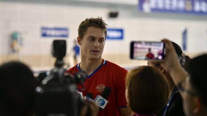 莫洛佐夫现身济南奥体 全力备战游泳世界杯