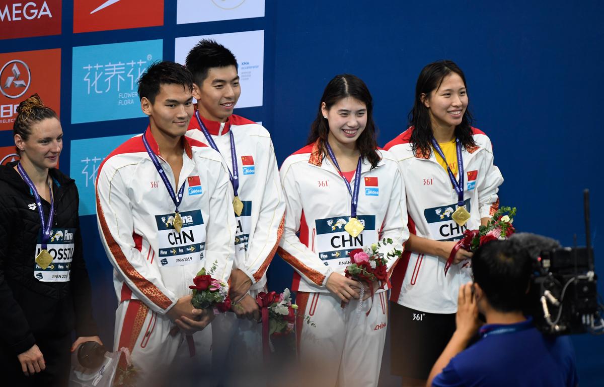 3′43″79创纪录!游泳世界杯济南站4X100混合接力中国队夺冠