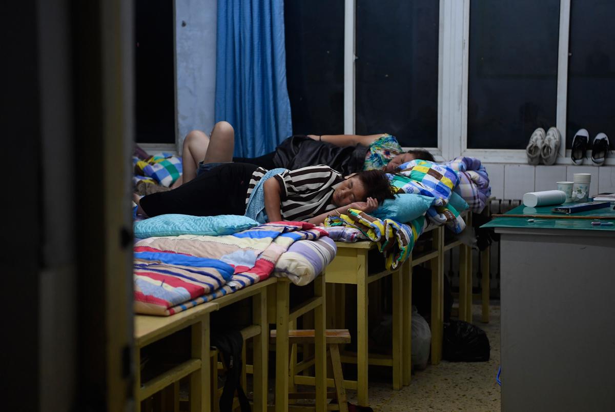 夜探章丘受灾群众安置点:村民安然入睡,早饭已备好