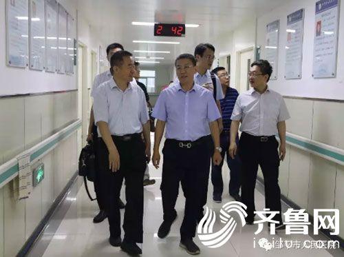会后,江玉泉一行到神经脊柱门诊、实验室和神经外科病房参观