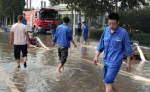 """台风""""利奇马""""已过 淄博傅山路两侧企业连夜进行生产自救"""