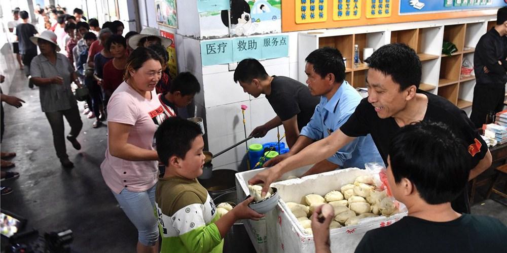 """探访兰陵县最大集中安置点 568名受灾群众早餐""""不凑合"""""""