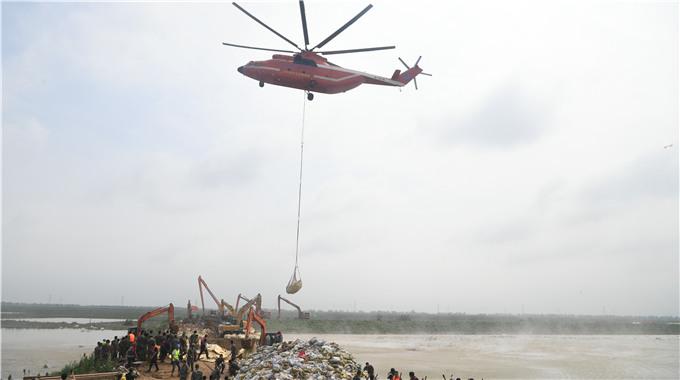 M-26直升机起飞,封堵寿光张僧河决口