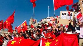 """英国华人社会举行""""反暴力,救香港""""大集会"""