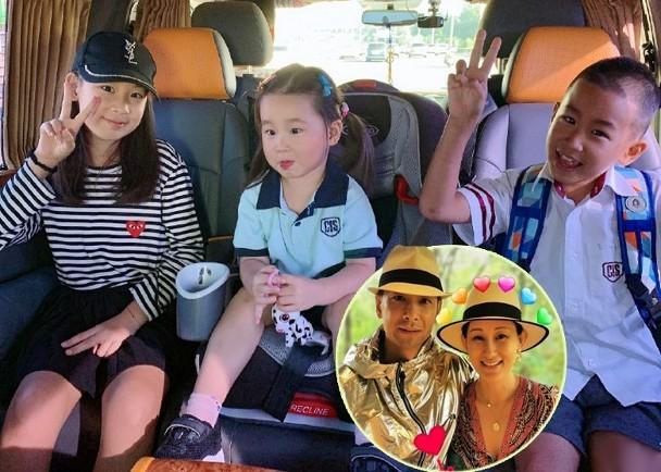 张丹露在社交网分享了一家带儿子女儿返学的照片