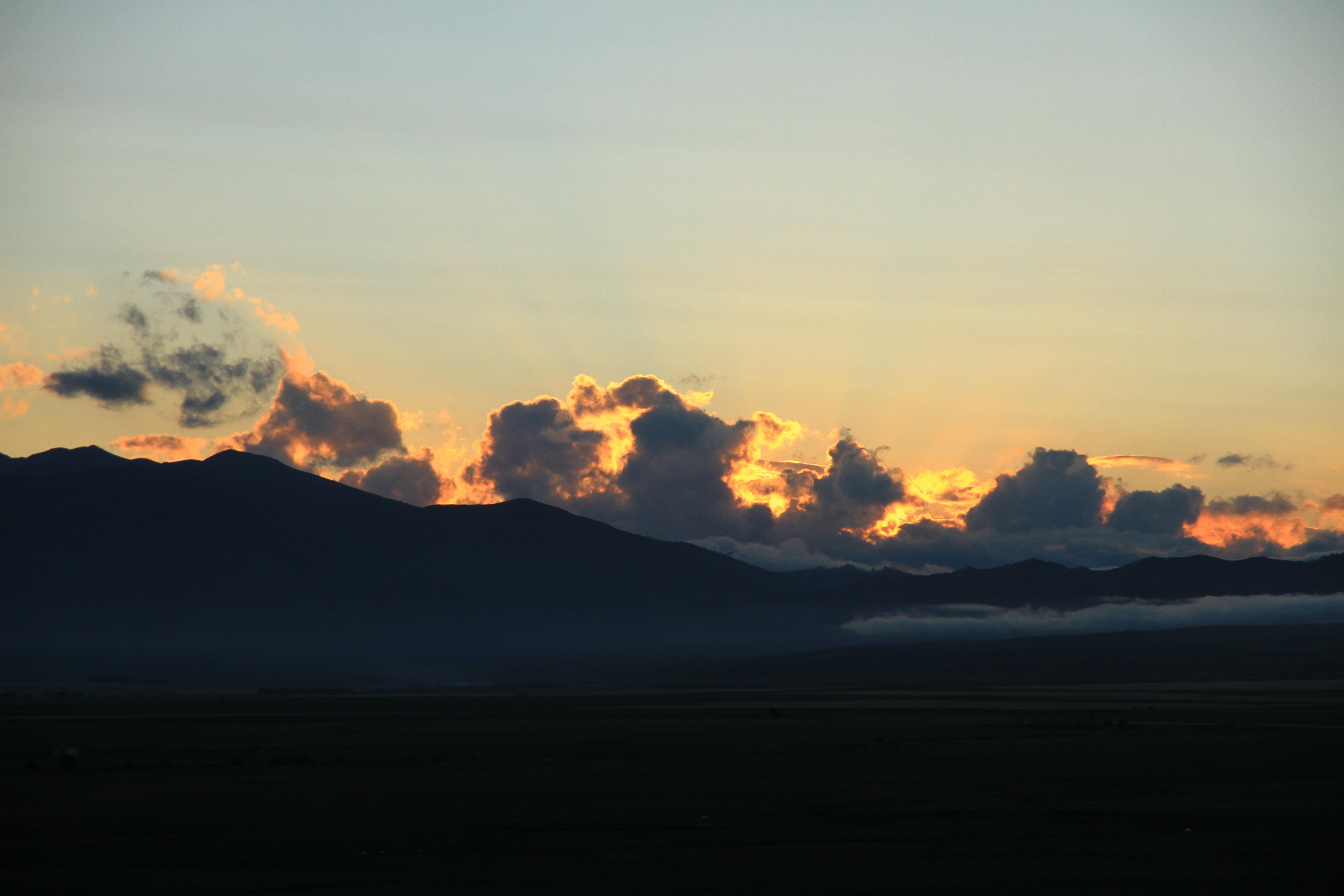 44、那拉提草原。夕阳