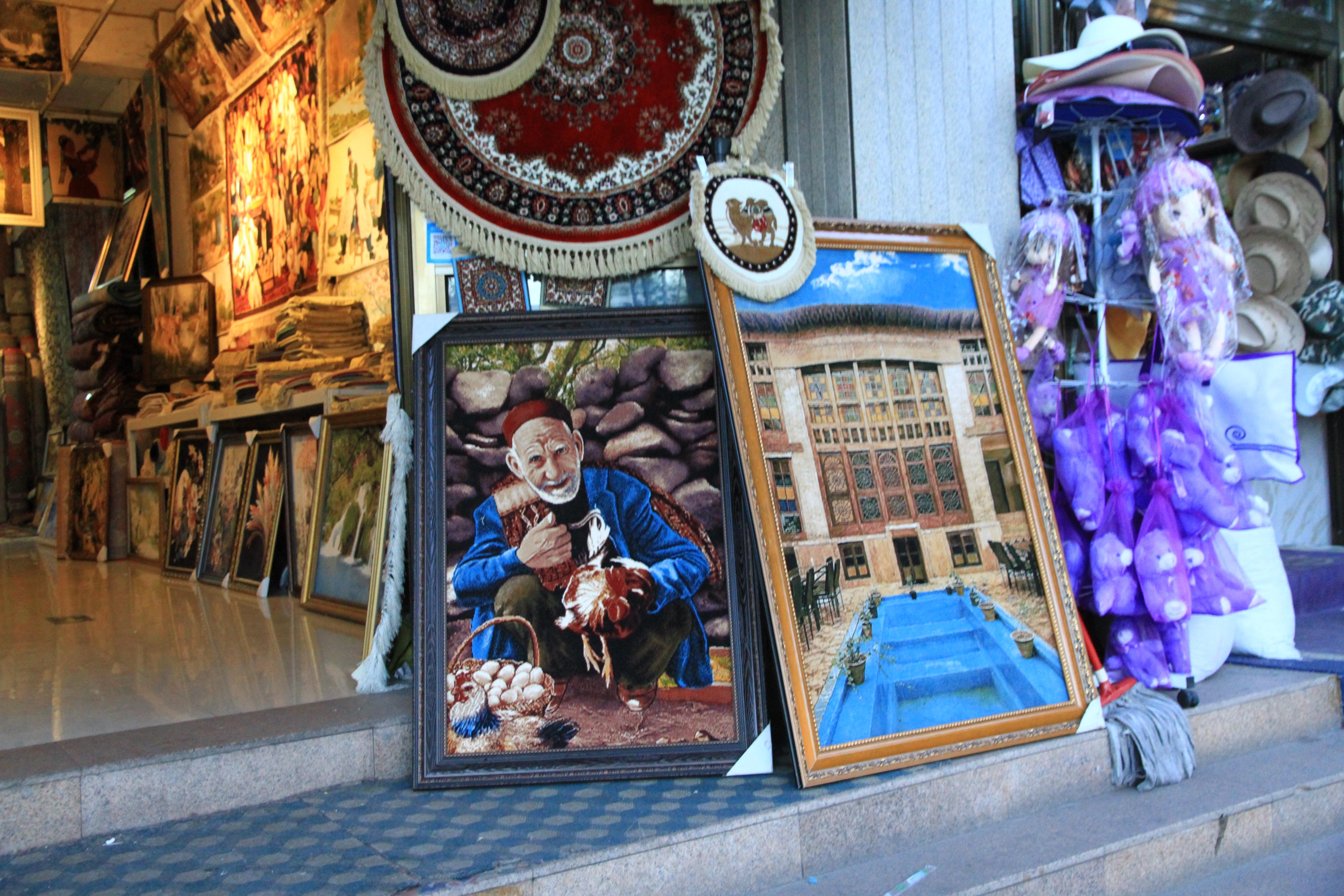 58、伊宁市区:售卖的手工挂毯