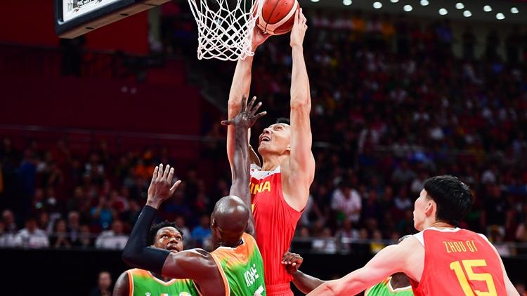 中国男篮赢得开门红!易建联上篮霸气十足