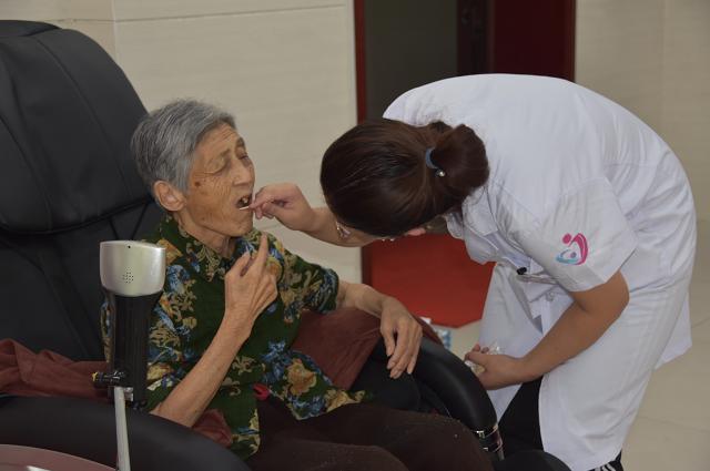 聊城市东昌府区妇幼保健院开展第二届关爱义齿周公益活动