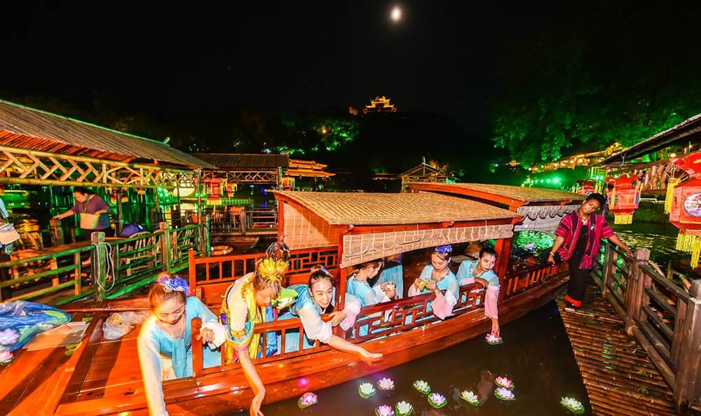 广东烧塔、河南拜月……盘点那些有趣的中秋活动