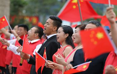 """枣庄举办市民""""快闪""""活动迎国庆"""