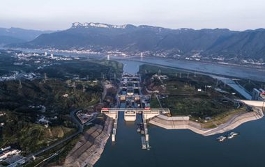 三峡枢纽今年通过量过亿吨 水道发挥黄金效益