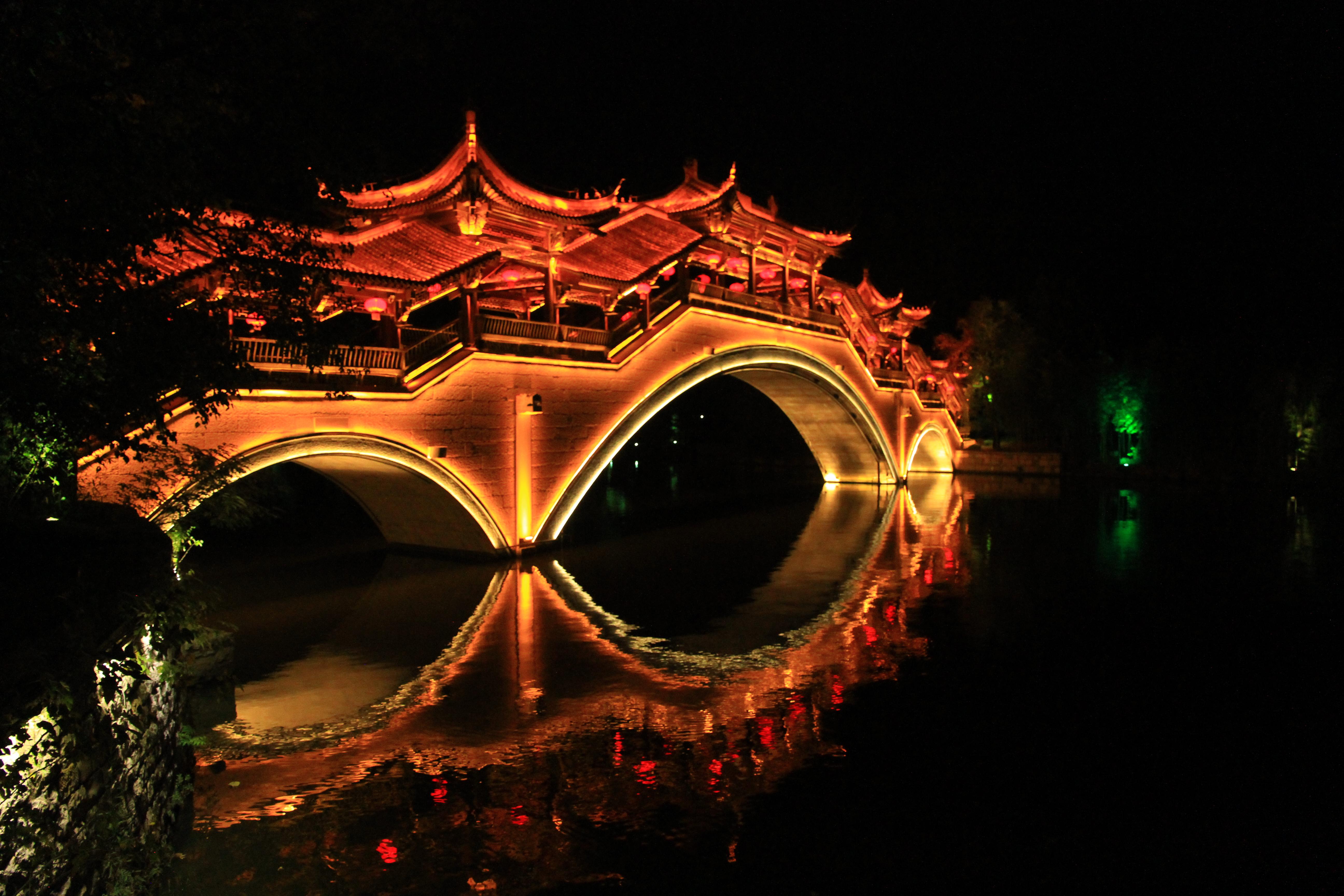 3、风格迥异的石桥廊桥