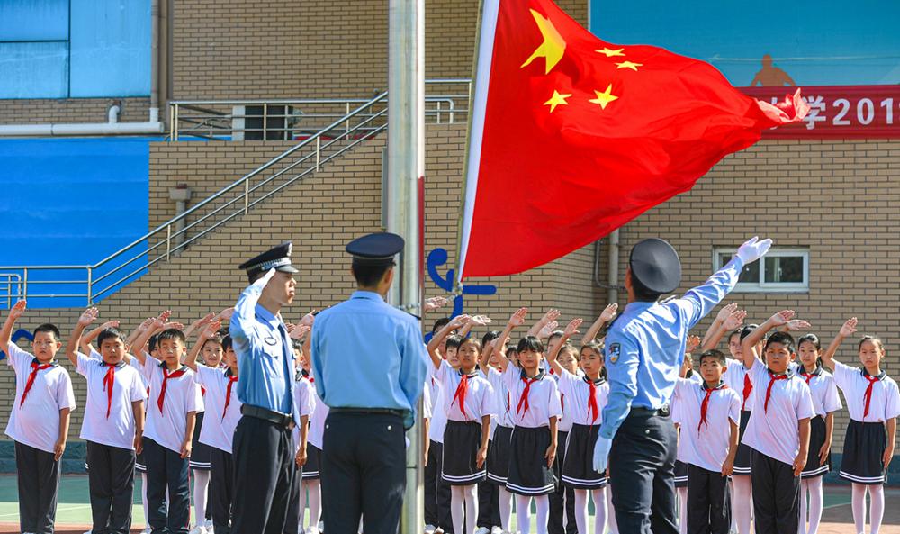 山东东营警校同庆 致敬新中国成立70周年