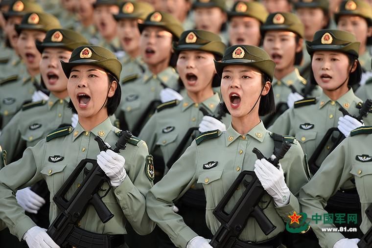 探访国庆阅兵训练场 实拍女兵方队的一天