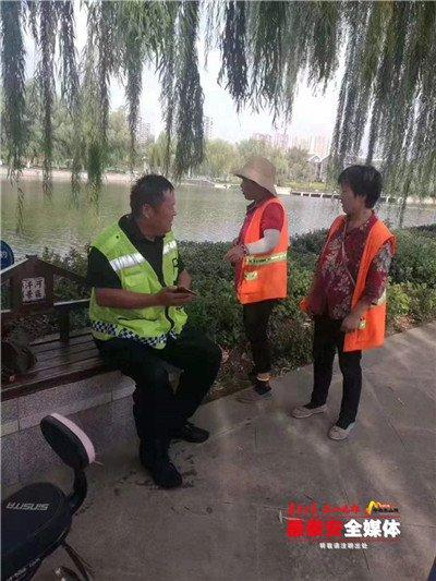 泰安:女子泮河落水,51岁刘承同跳水搭救!3米深水中他单手托举落水者