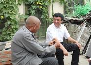 王鲁明走访慰问新中国成立前入党的农村老党员