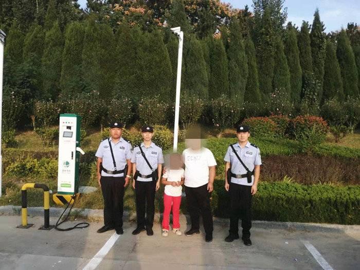 泰安一景区内一孩子走失 满庄派出所民警顺利将其找回
