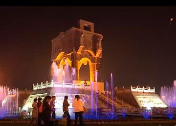 85秒丨喷泉起舞夜景醉人 泗水的夜晚让人流连忘返