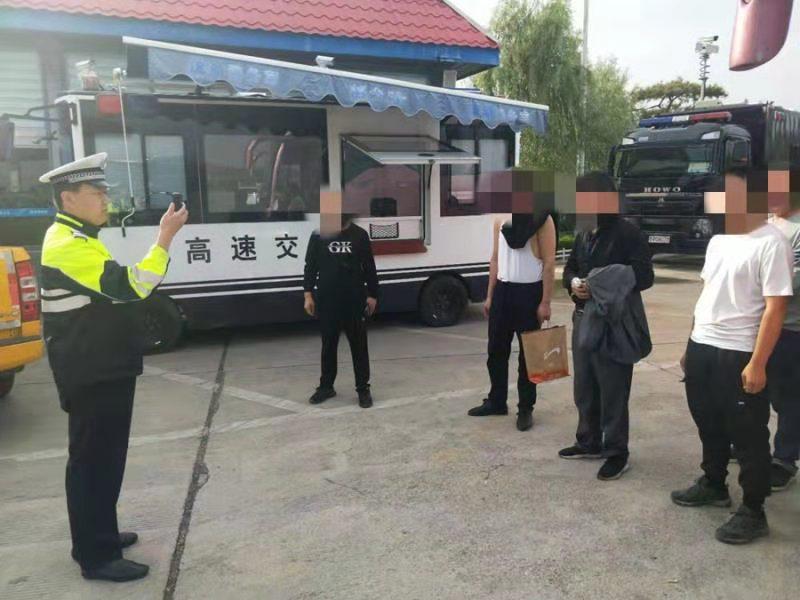 聊城高速交警高唐大队查获一辆客车超员的交通违法行为
