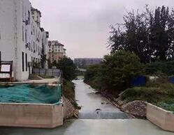 淄博猪龙河一河段变色原因查明 系山铝公司污水处理厂碱水渗漏所致