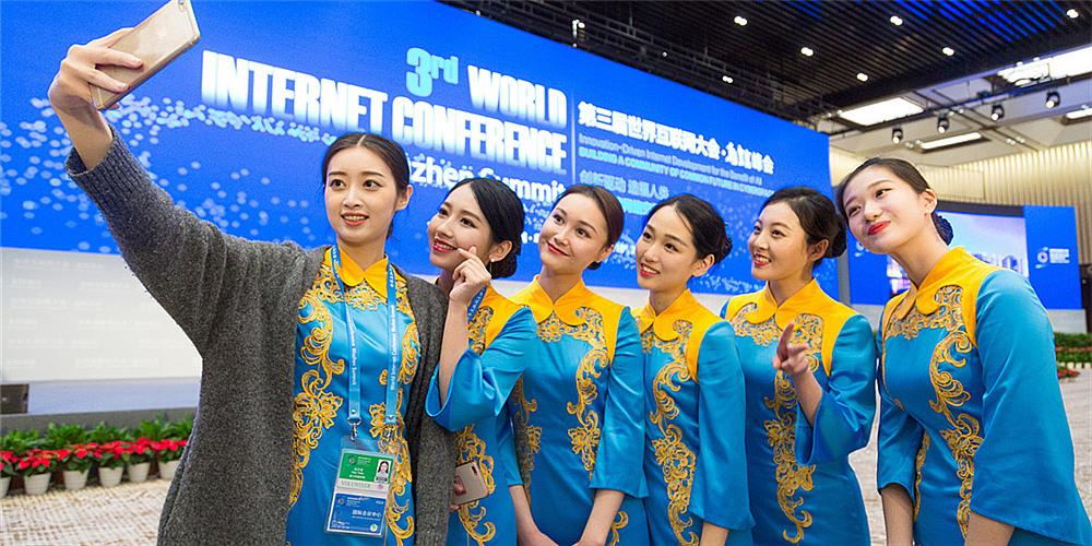 演绎唯美中国风!盘点历届世界互联网大会志愿者礼服