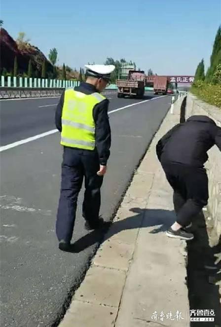 男子一时马虎丢手机 泰安高速交警帮找回