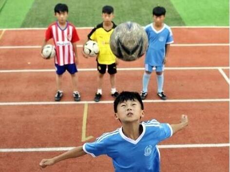 《半月谈》刊文点赞郯城校园足球改革:小城大球,从小县城踢到全球