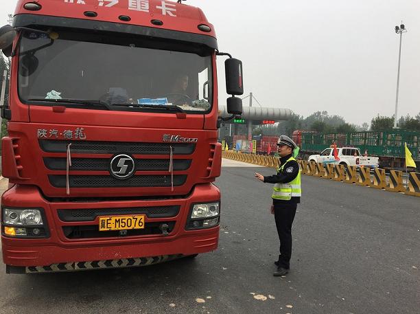 聊城支队莘县大队开展货车交通违法行为集中整治行动