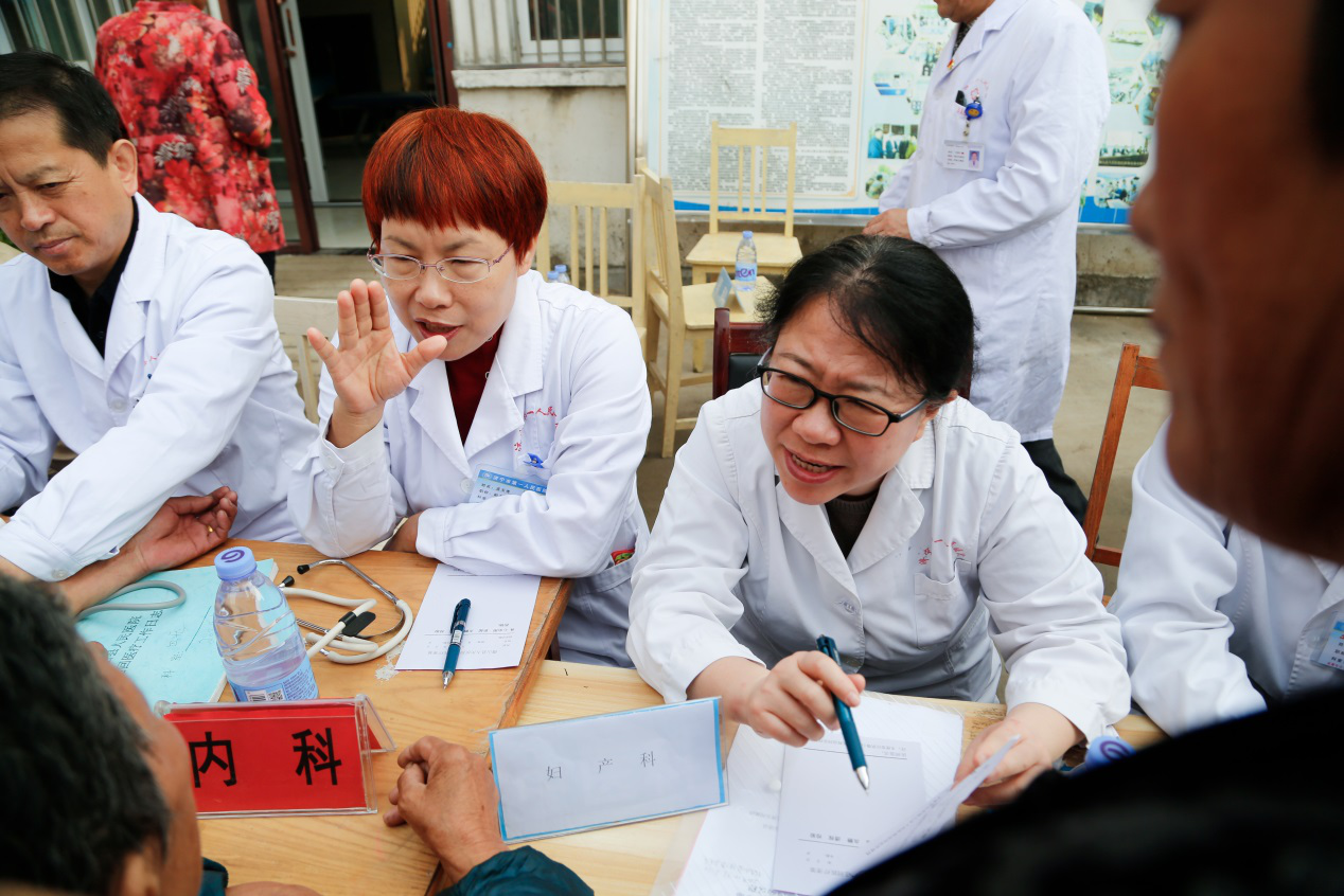 濟寧市第一人民醫院婦產科楊鐸在義診
