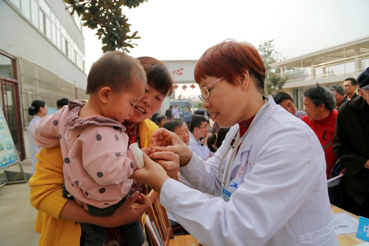 濟寧市第一人民醫院兒科孟玉秀在義診