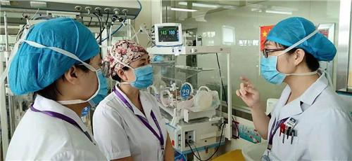 """一路""""过关""""  胎龄仅25周早产儿在青岛妇儿医院""""通关""""出院"""