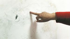 淄博金晖园居民家墙体屡洇湿 处理多次未解决