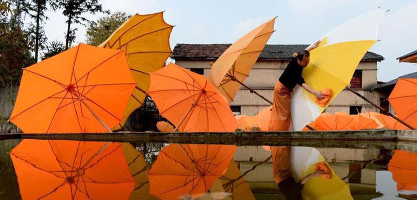 油布伞 秋色染 探访2000多年历史的非遗油布伞