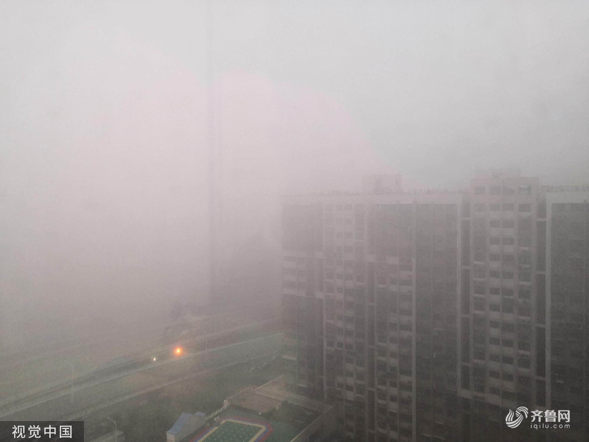 山东发布大雾橙色预警 济南东营等地出现强浓雾