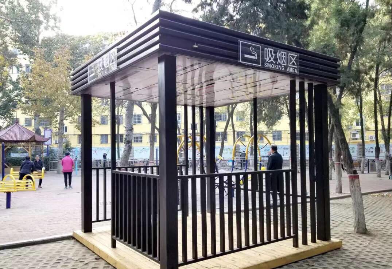 营造和谐游园环境 聊城市园林处在人民公园设置吸烟亭