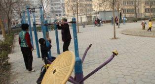 """健身广场被车占,器材""""缺胳膊少腿"""":聊城城区难寻舒心健身地"""