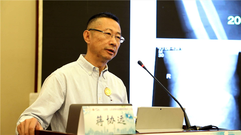 13北京积水潭医院蒋协远副院长进行学术演讲