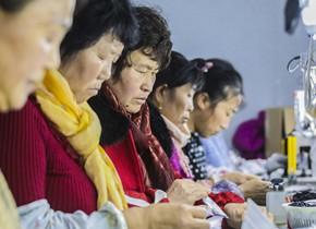 实拍青岛乡村惠民工厂 村民实现家门口就业
