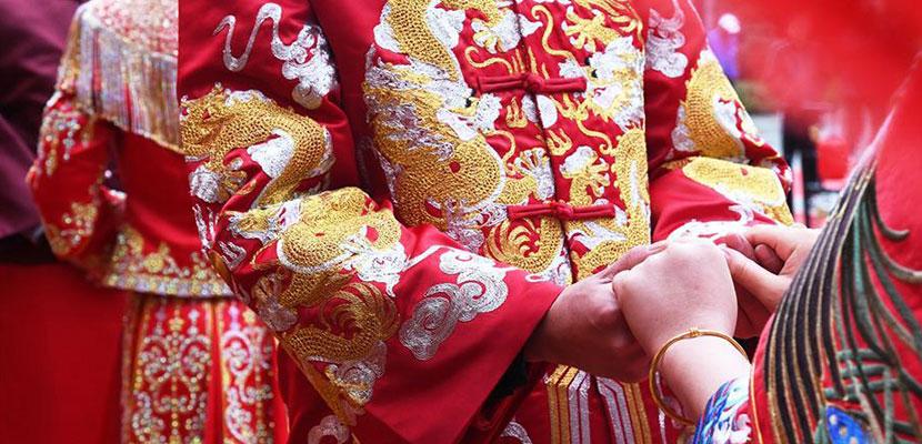 骑大马、坐花轿 青岛即墨古城举行集体中式婚礼
