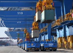 青岛港全自动化码头(二期)投产运营