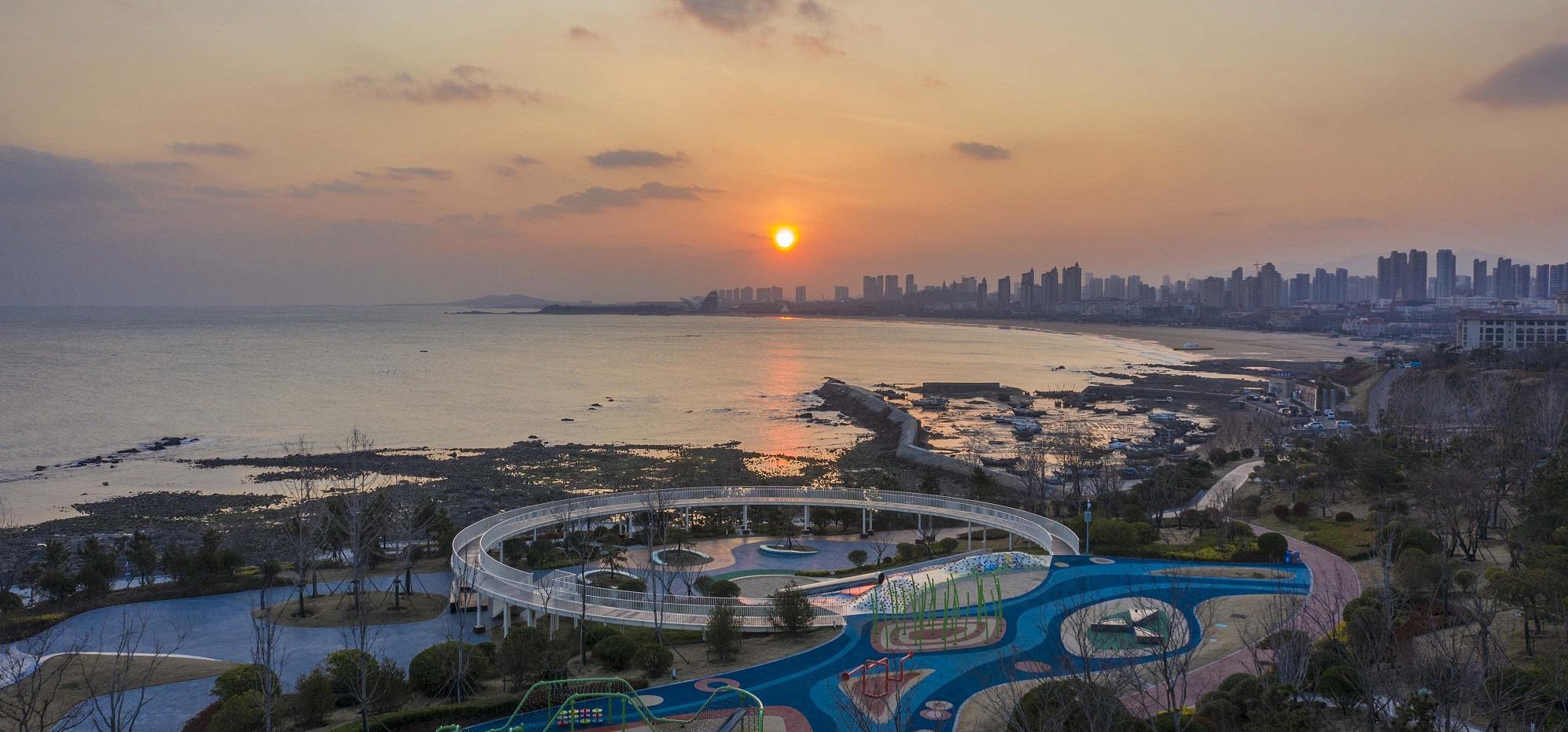 航拍:青岛西海岸新区金沙滩 冬季海岸线靓丽如画