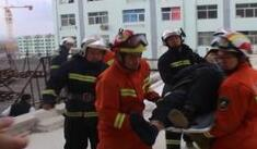 老人不慎跌落陽臺 威海消防緊急救援
