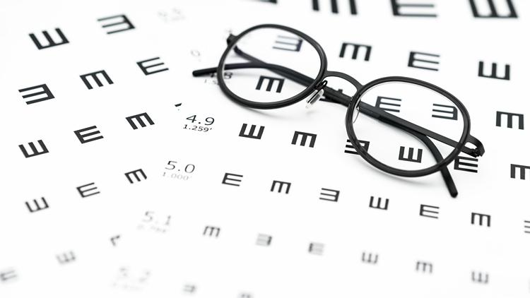 预防近视 不必迷信蓝光眼镜、护眼灯