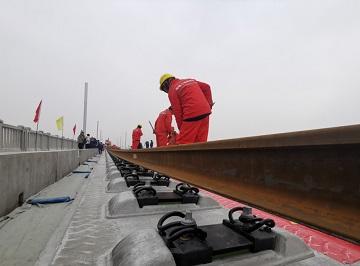 烟台-济南只需2小时!潍坊至莱西新高速铁路铺轨