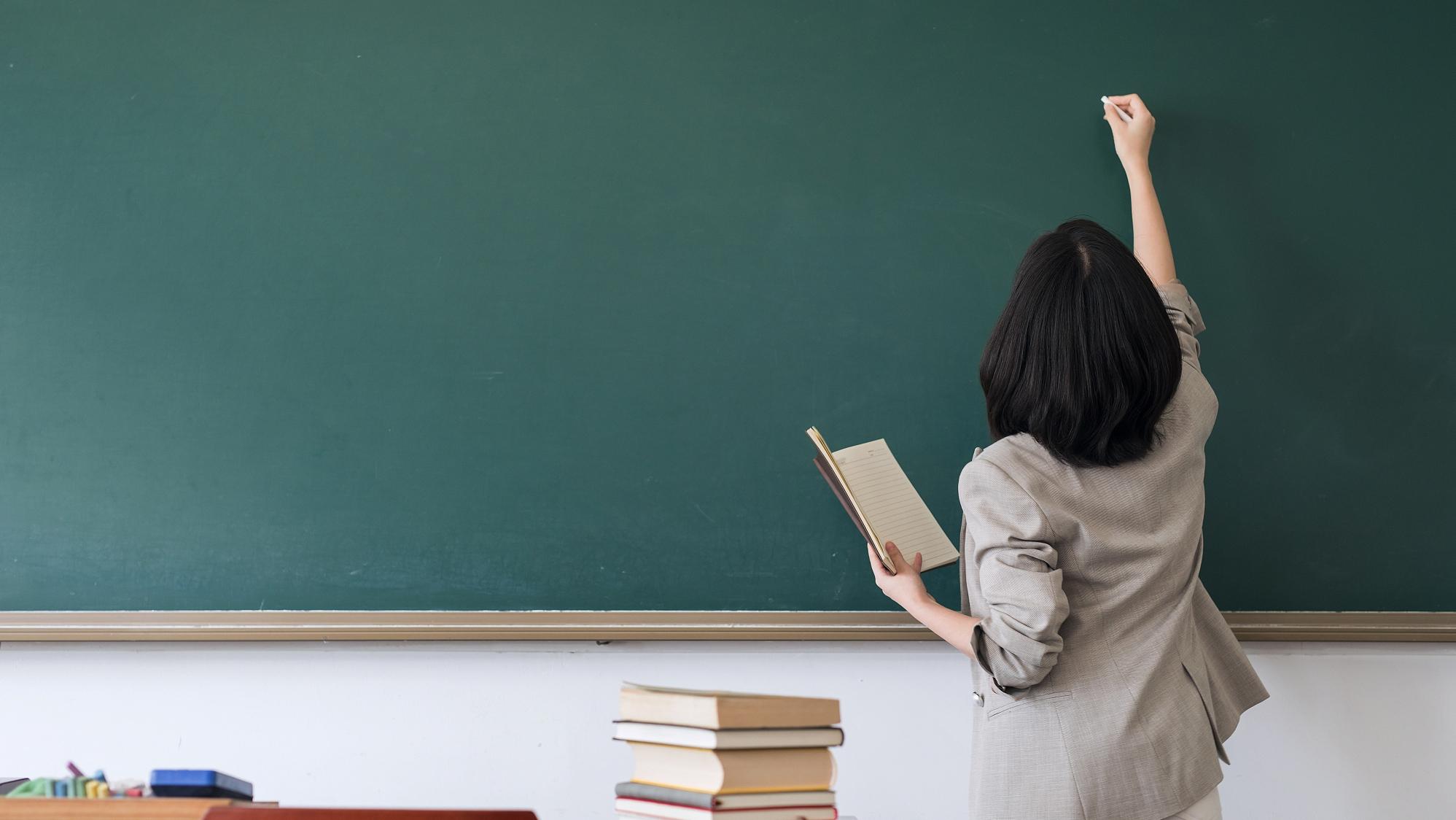 教育部公开曝光8起违反教师职业行为十项准则典型案例