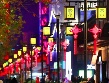 中国结灯箱扮靓泉城街道