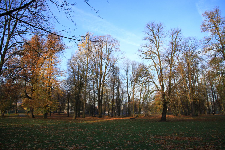 2、波斯尼亚和黑塞哥维纳,简称波黑。面积:5.1万平方公里;人口:350万。首都:萨拉热窝